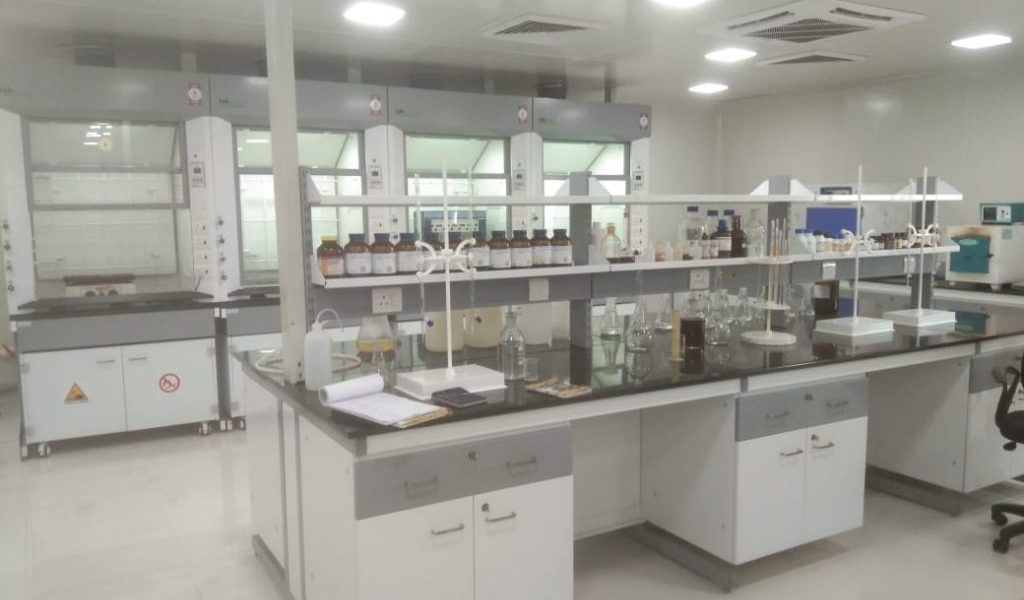 Buy-Laboratory-furniture-for-your-need-1024x768