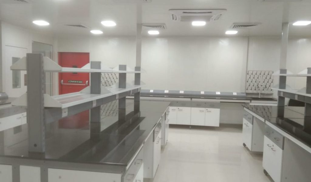 LCGC-LABS-Industrial-Workbenches-1024x768